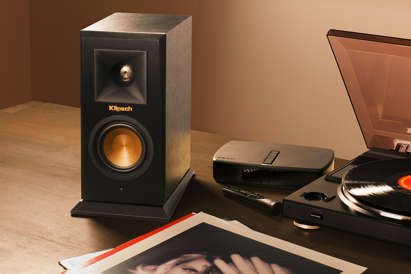 Klipsch Reference Premiere HD Wireless RP-140WM - Lifestyle 3 social