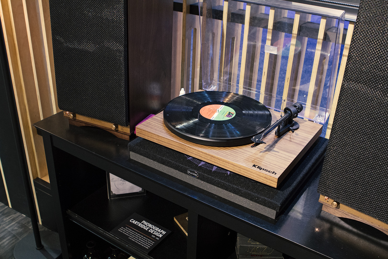 Klipsch Walnut Turntable CES 2016