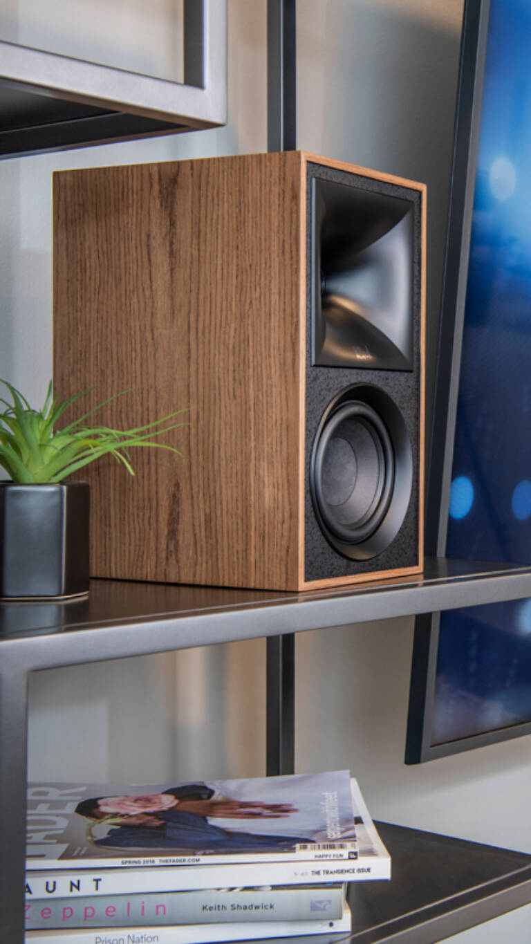 Klipsch Fives Powered Speakers walnut no grill