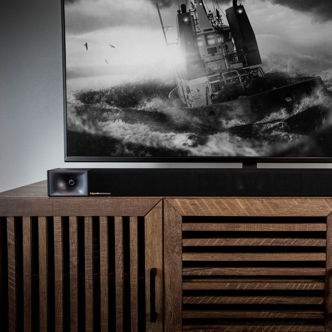 Klipsch-Cinema-400-sound-bar-in-living-room