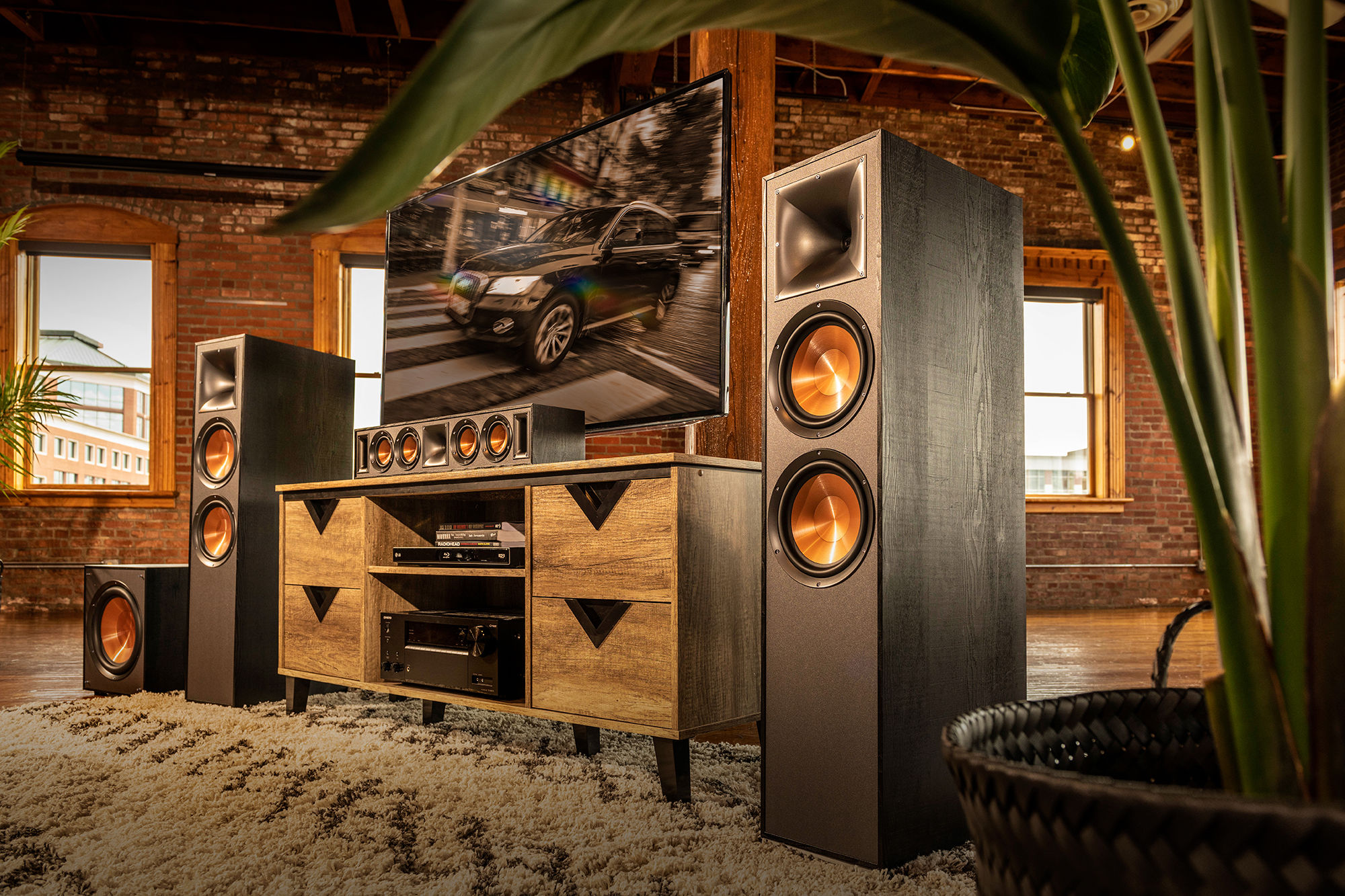 Klipsch Reference Speakers Lifestyle Gnm 2 1