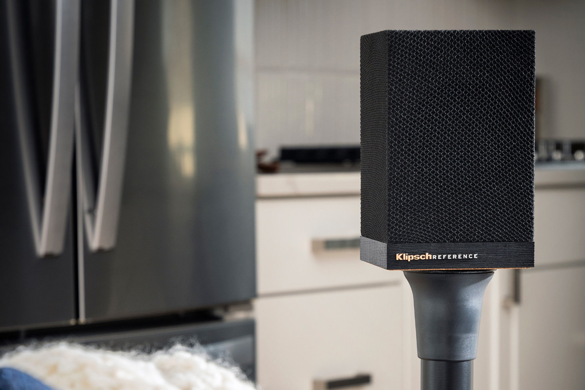 Klipsch Surround 3 Soundbar-Raumklanglautsprecher in einer Küche