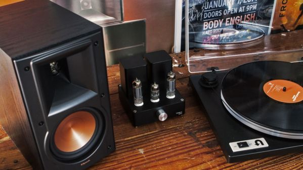 Klipsch bookshelf speaker with turntable